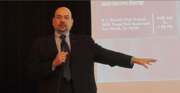 Arturo Vargas, director ejecutivo de la Asociación Nacional de Funcionarios Latinos Electos y Designados, habla durante una conferencia en Fort Worth. | ABRIL MURILLO/ESPECIAL PARA AL DIA.
